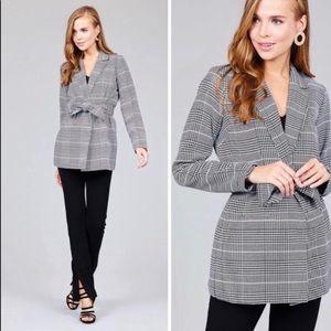 Jackets & Blazers - 2/$80 💕Black and white plaid blazer with lapel